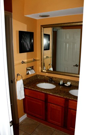 Best Western Premier Saratoga Resort Villas: second floor bathroom