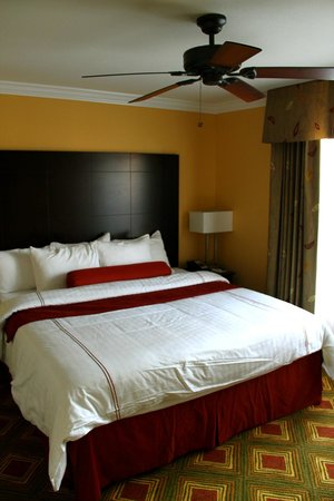 Best Western Premier Saratoga Resort Villas: master bedroom