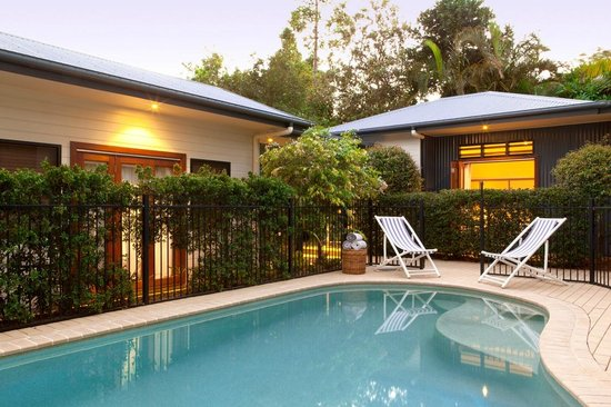 Cavvanbah Beach House: Pool & Garden