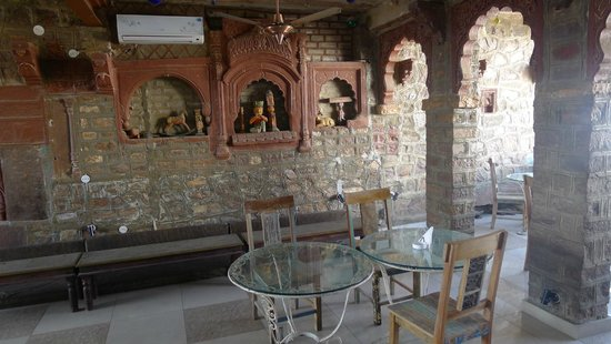 JHANKAR..Choti Haveli Restaurant : Wall decor