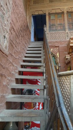 JHANKAR..Choti Haveli Restaurant : The walk upstairs
