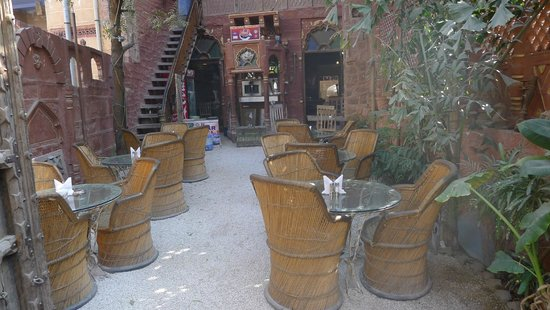 JHANKAR..Choti Haveli Restaurant : Inner courtyard dining area at Jhankar Choti Haveli