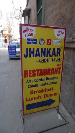 JHANKAR..Choti Haveli Restaurant : Street sign to Jhankar