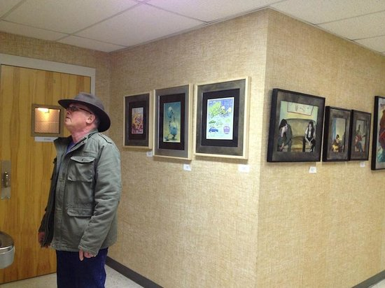 ‪‪Shenandoah Showcase - Art at the Strasburg Town Hall‬: Larry Haun takes in the exhibit at the Strasburg Town Hall‬