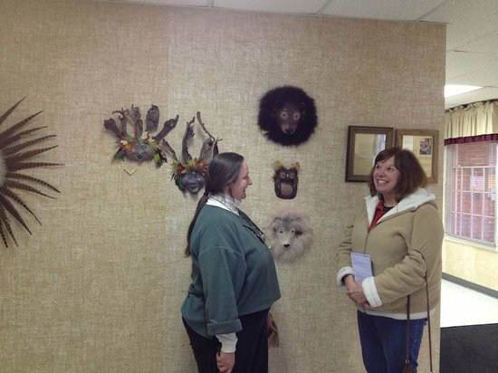 ‪‪Shenandoah Showcase - Art at the Strasburg Town Hall‬: Liz chats with town staff member Amy while installking her Earth Spirits‬
