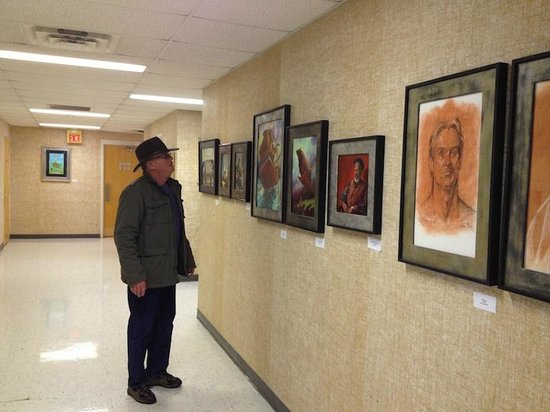 ‪‪Shenandoah Showcase - Art at the Strasburg Town Hall‬: Larry Haun catches the last day of Paul Zdepski's exhibit‬