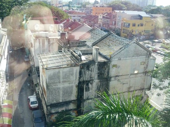 PARKROYAL Kuala Lumpur: Slums below
