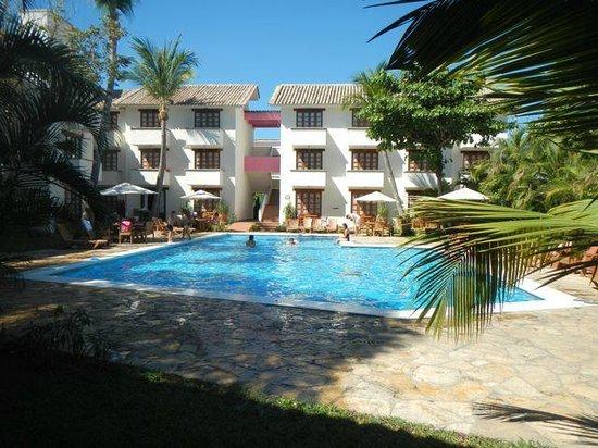 Villa Blanca Huatulco:                   La alberca desde el restaurante