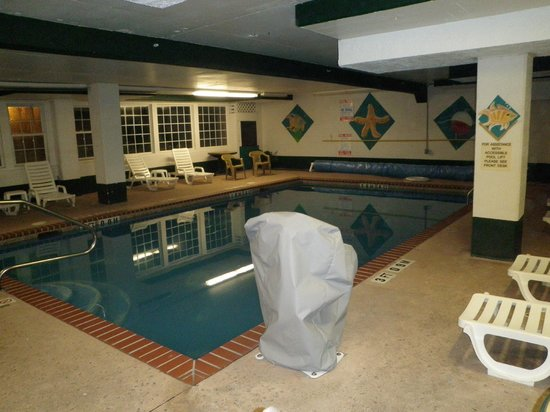 Quality Inn & Suites Beachfront:                   Pool