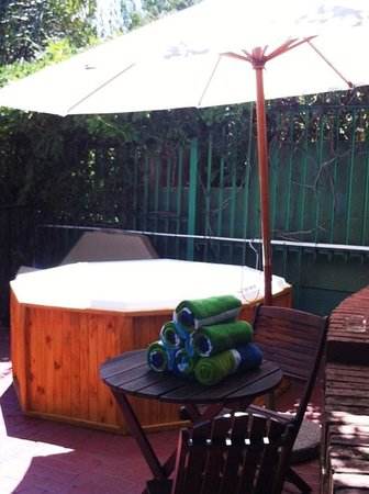 Pumleni Guesthouse: Outdoor Jacuzzi