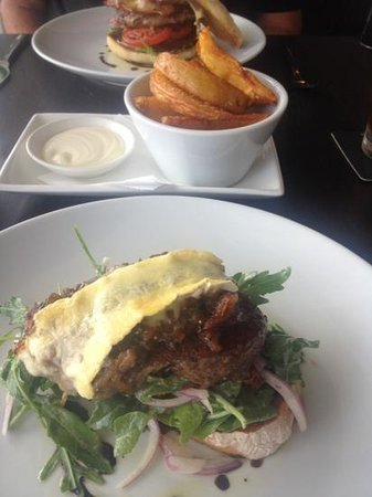 Glass Dining and Lounge Bar : steak sandwich & chips