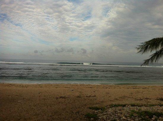 Hotel Le Recif:                   le lagon devant l'hotel en plein cyclone Felleng