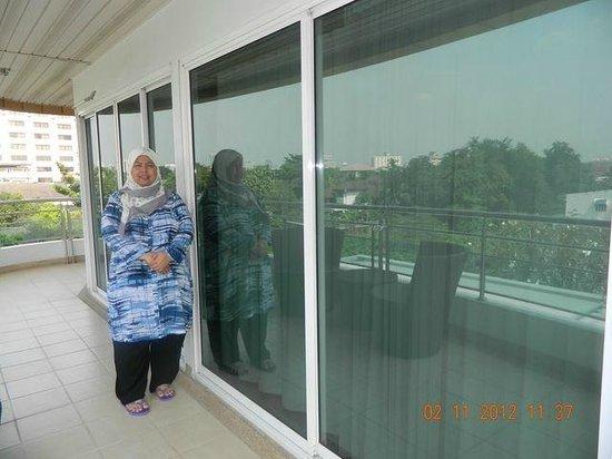 Viva Garden Serviced Residence:                   Balcony