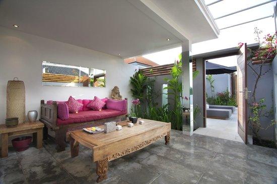 The Apartments Canggu: Veranda / lving room - One bedroom apartment