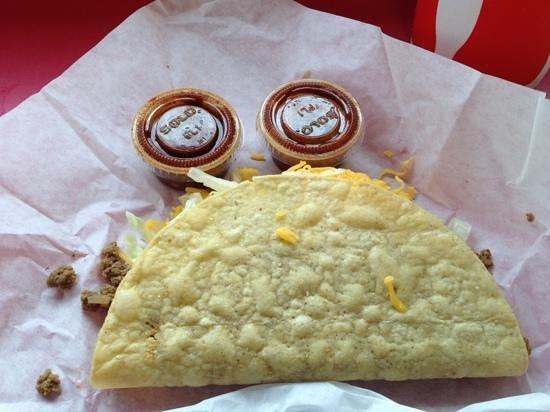Taco Bravo: taco and hot sauce