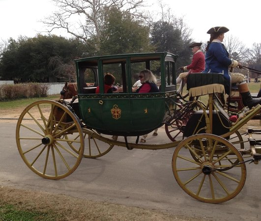 Woodlands Hotel & Suites - Colonial Williamsburg :                   Horse and carriage in Colonial Williamsburg.