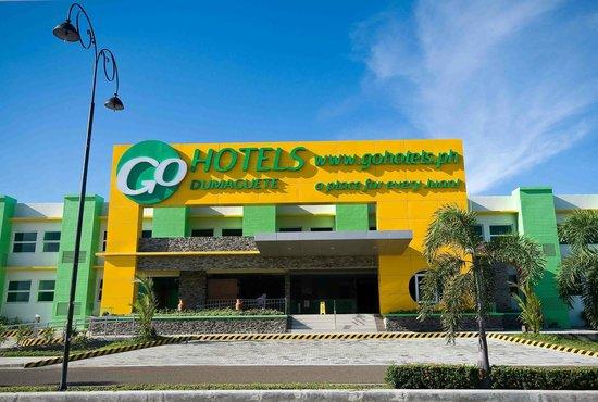 Go Hotels Dumaguete Facade