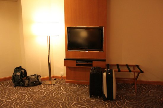 Pan Pacific Manila:                   Tv with wall mount and dvd player