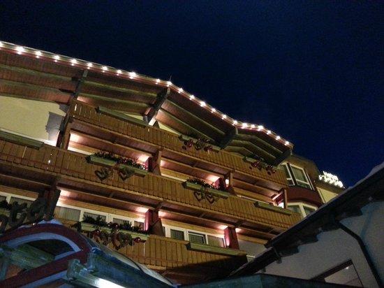 Verwöhnhotel Votters Sportkristall:                   hotel front