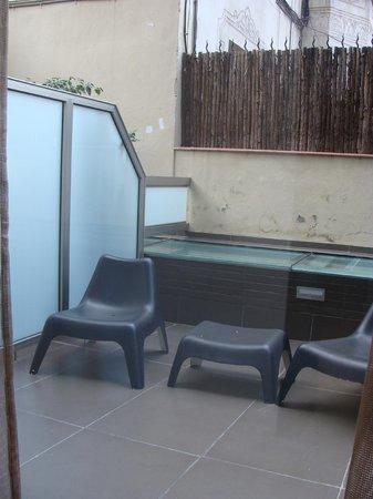 هوتل كونستانزا:                   Room's private little terrace                 