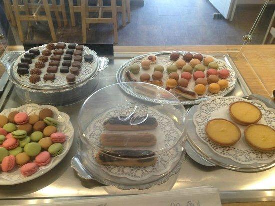 Saphir Boulangerie francaise: Pralinen, Macarons, Eclair, Tartellettes