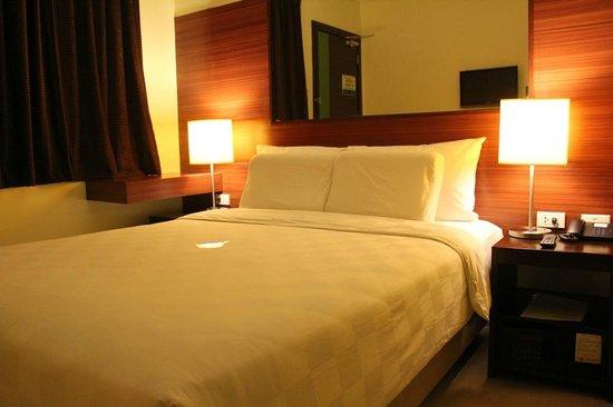 Go Hotels Tacloban Queen Room