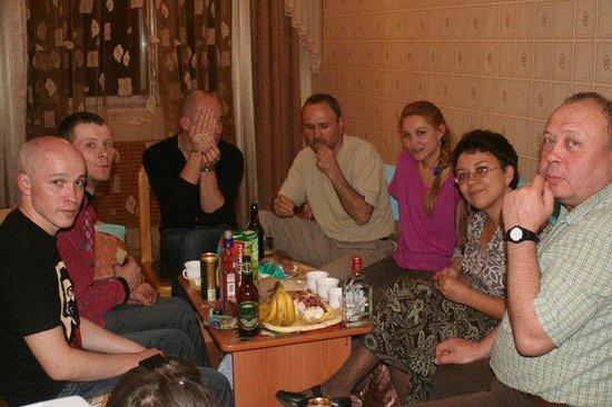 Hotel Dinamo :                   Ужин в номере с художниками