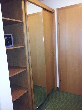 Hotel Der Waldhof : Wardrobes