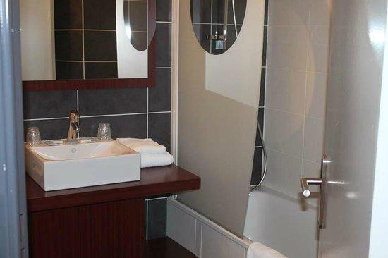 salle de bain  Picture of Hotel Le Mas de Grille, Saint