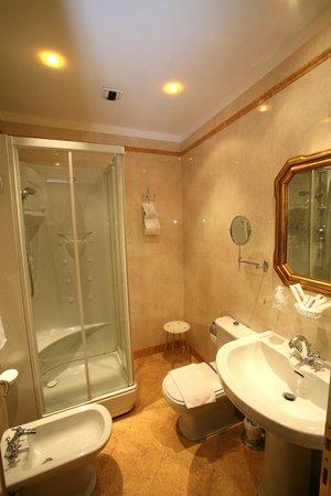 Locanda Ca' del Brocchi: bathroom