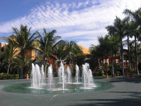 """Barcelo Maya Caribe: Water plaza at the """"Maya Caribe"""""""