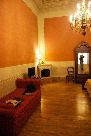 Hotel Bretagna:                   Vista parziale camera.