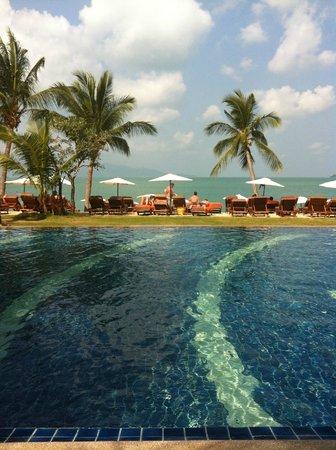 Bandara Resort & Spa: Swimming pool on the beach