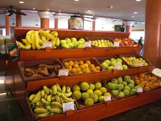 Barcelo Maya Caribe: Fruit choice at the buffet restaurant