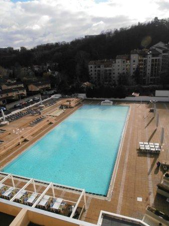 La piscine int rieure et jacuzzi picture of hotel lyon for Pool show lyon france