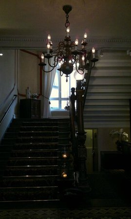 Hotel Royal Gothenburg:                   Hotellets trappa i jugendstil
