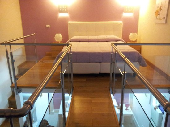 La Piazzetta Guest House:                   Queen size bed