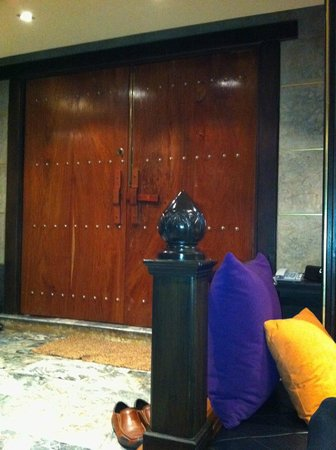 Pak Ping Ing Tang Boutique Hotel:                   Front door to pool