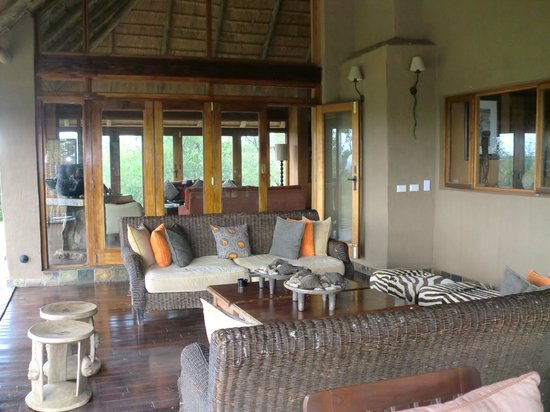 Rhulani Safari Lodge:                   Main deck and lounge area