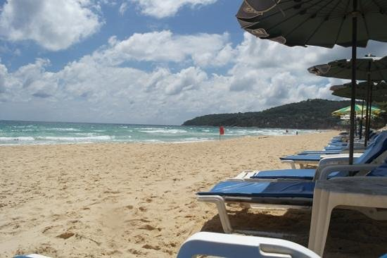 Woraburi Resort Spa Phuket:                   пляж напротив отеля)