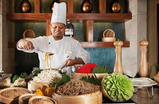 Makkah Clock Royal Tower, A Fairmont Hotel: Live cooking at Asa, our Asian noodle restaurant