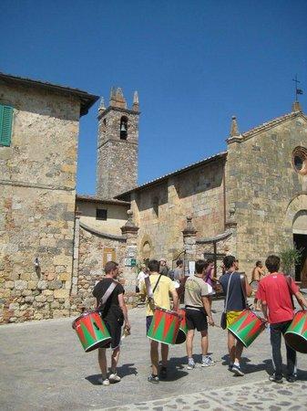 Horseback riding in Tuscany Wine Tasting :                   Heading to the castle for dinner