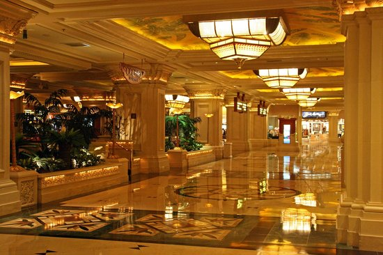 Mandalay Bay Resort & Casino:                   Hotellobby