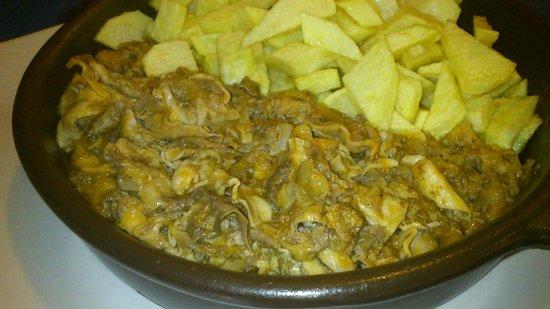 La Curuxina:                   Buchos, tipicos de Cudillero, callos de merluza. Riquisimos