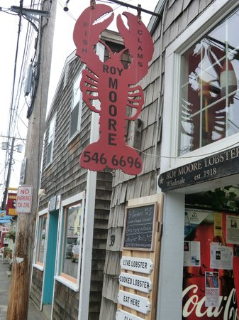 Bearskin Neck:                   lobster restaurant