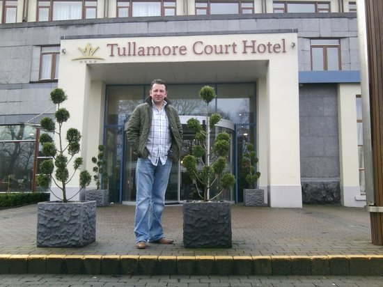 Tullamore Court Hotel:                   Outside , entrance