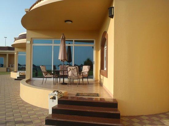 Royal Beach Hotel & Resort:                   Terrassen