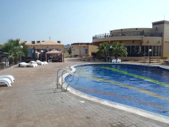 Royal Beach Hotel & Resort:                   Poolområdet