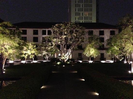 The Sukhothai Bangkok:                   the garden ;)