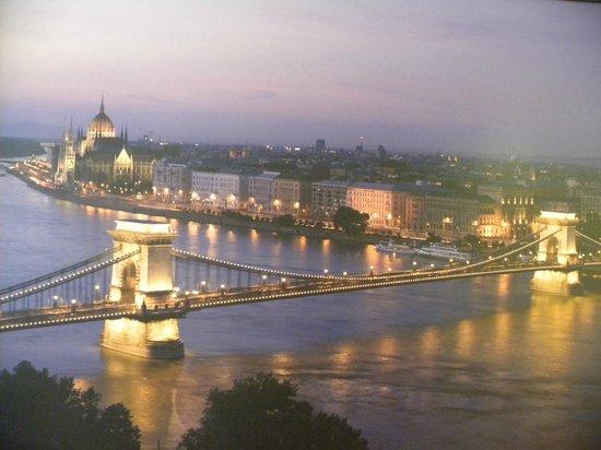Mercure Budapest City Center:                   Budapest di sera, magica!